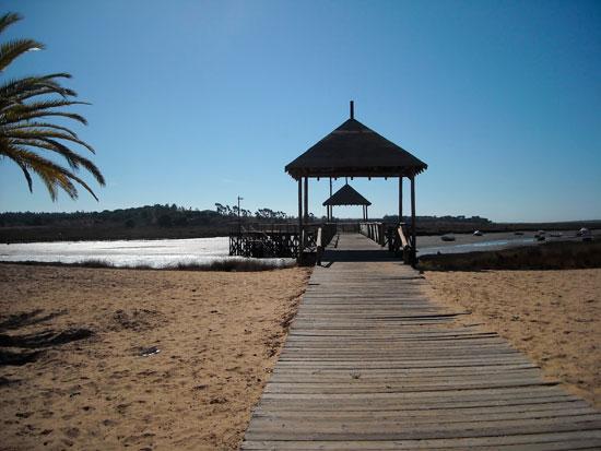 Imagen del acceso a la La Ribera de Cartaya.
