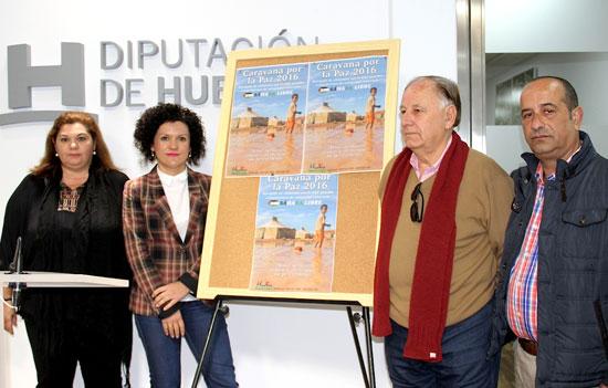 La vicepresidenta de la Diputación de Huelva, Mª Eugenia Limón, y el presidente de la Federación Provincial de Asociaciones Solidarias con el Sahara, Luis Cruz, han presentado la Caravana por la Paz 2016.