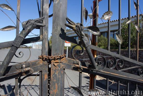 Imagen de las puertas del Hotel Aracena Park.