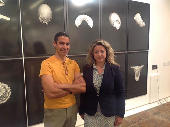 """El autor de la obra, Santiago Navarro """"Aaron"""", junto a Lourdes Garrido en la presentación de la obra."""