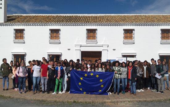 Imagen de los jóvenes asistentes al encuentro.