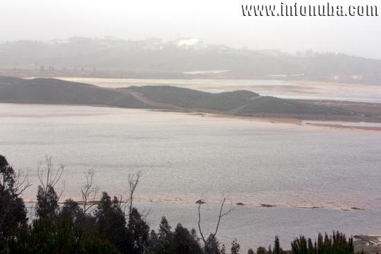 Imagen de una presa en las minas de Riotinto.