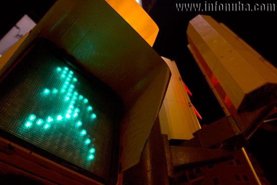 Imagen de un semáforo en la ciudad de Huelva.