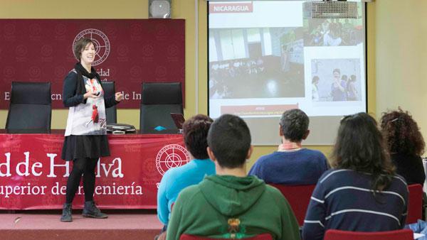 Julia Bohórquez durante su ponencia.