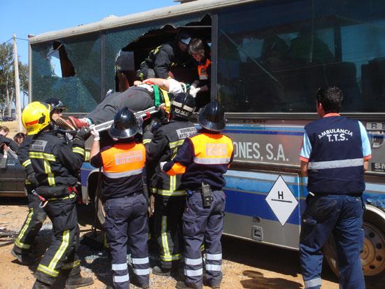 Imagen de un simulacro de un accidente de tráfico.