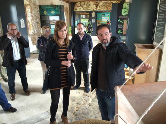Rocío Jiménez en su visita a el ecomuseo Molino Mareal del Pintado de Ayamonte.