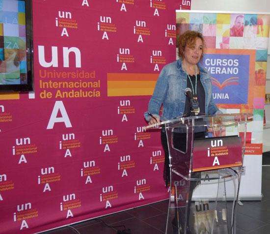 La vicerrectora del Campus de la Rábida, Yolanda Pelayo, ha presentado los cursos y encuentros de verano, que desde el 11 al 29 de julio se celebrarán en el Campus de La Rábida. Durante estas tres semanas personalidades del mundo de la cultura, el periodismo y las artes en general, participarán en estos cursos..