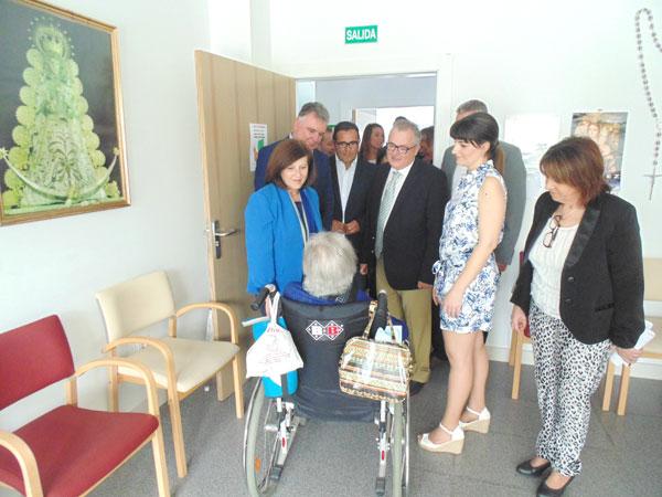 Imagen de la visita al Centro de Personas Mayores de Cartaya.