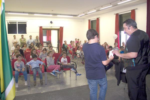 Imagen de una sesión de la actividad 'Reciclando la magia'.