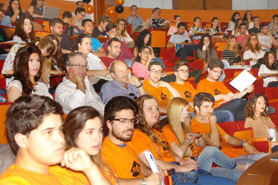 Imagen de las personas asistentes.