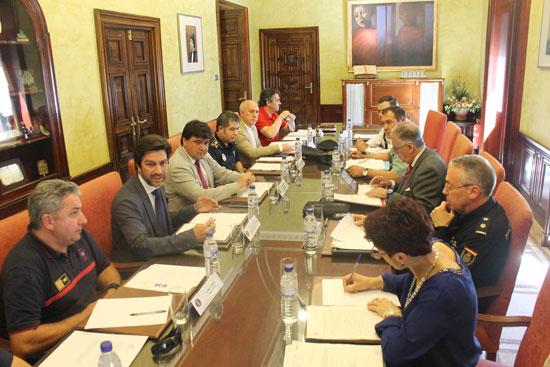 Autoridades reunidas en la Junta Local de Seguridad.