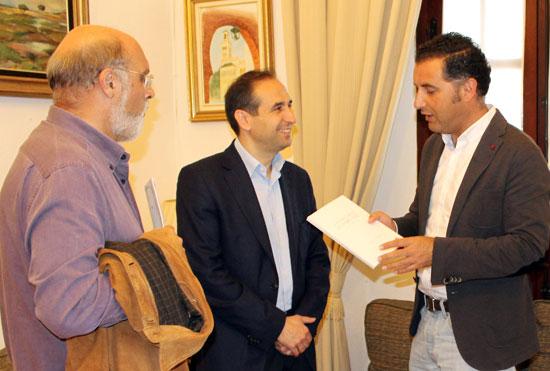 Imagen de la reunión mantenida con el director general del Libro.