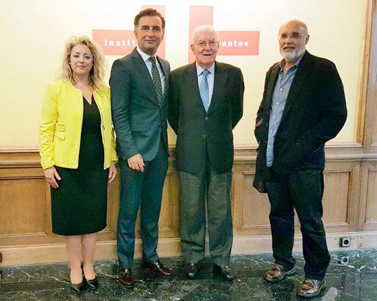 Encuentro  de los representantes municipales con el director del Instituto-Cërvantes.