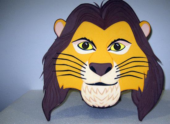 Imagen de uno de las mascaras realizadas para la realización del musical 'El rey vial'.