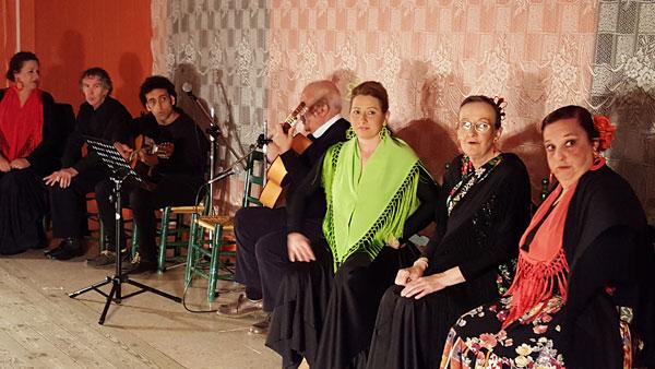 Imagen de algunos de los participantes del taller de musicoterapia.