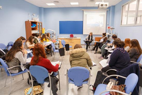 Imagen de un aula de la UHU.