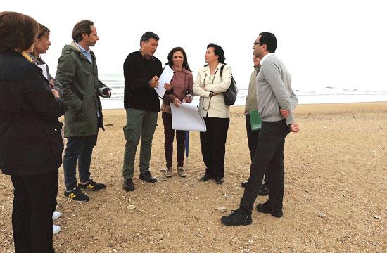 Visita de los responsables municipales a la Playa del Espigón.