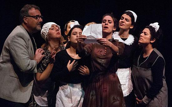 "Imagen de la obra ""Inmortal pa to la vida"" del Aula de Teatro de la Universidad de Huelva."