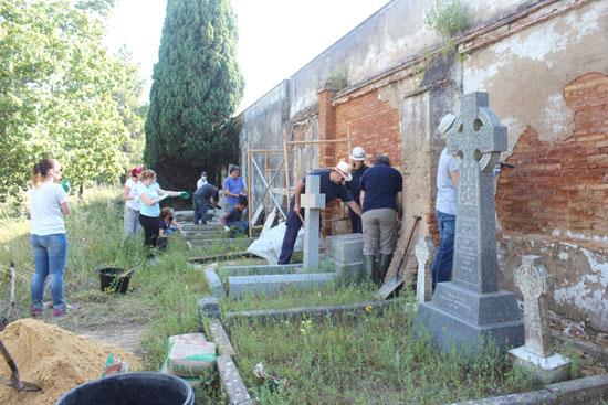 Inicio de los trabajos de cuidado y restauración en el cementerio inglés de Huelva.