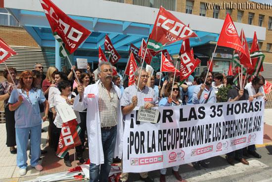 Los trabajadores durante la concentración.