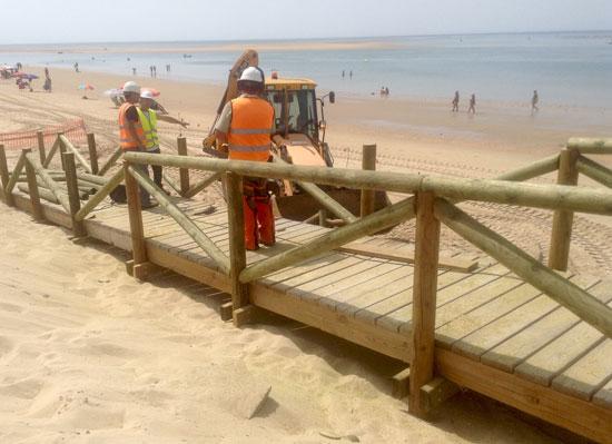 Obras de emergencia en la playa de El Portil.