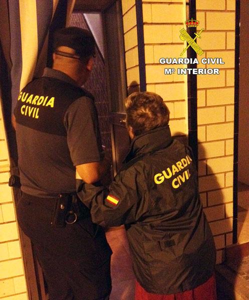 """Agentes de la Guardia Civil durante la operación """"Pandero""""."""