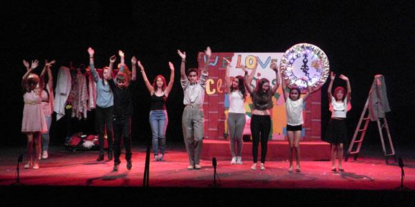 """Imagen de la obra """"We love classics"""", interpretada por los niños y niñas del Taller municipal infantil de Moguer."""