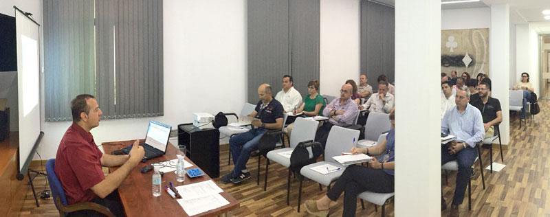 Imagen de la impartición del curso de administración electrónica.