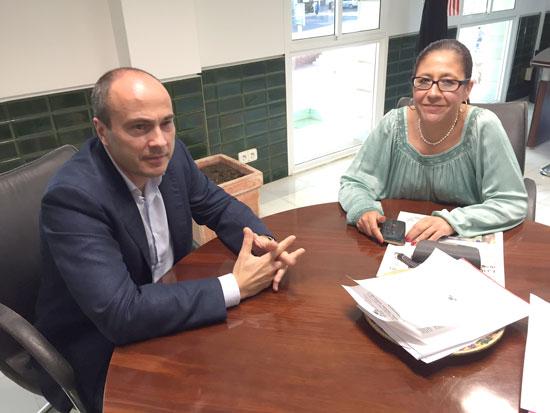 Rafael Gavilán junto a Aurora Águedo durante la reunión mantenida el pasado 24 de mayo.