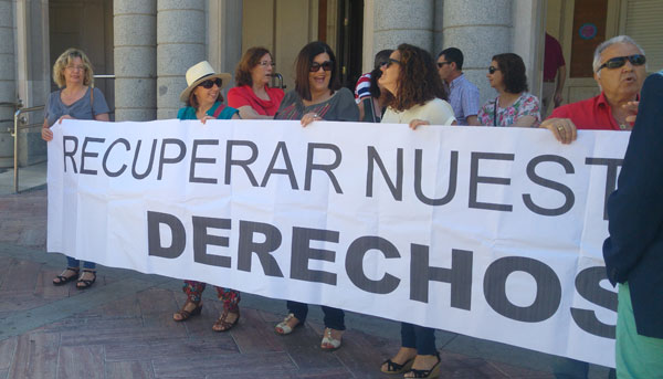Imagen de una movilización reciente de las trabajadoras de Limpieza frente al Ayuntamiento de Huelva.