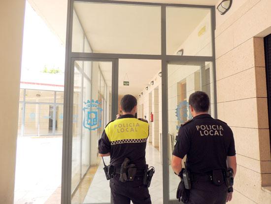 Dos agentes de la Policía Local de Huelva.