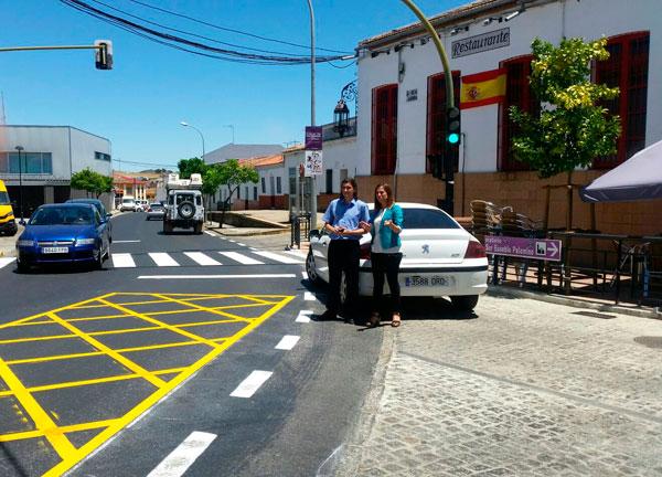 Imagen de la visita de la delegada territorial María José Bejarano al lugar.