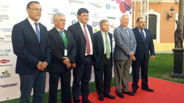 Imagen de los diferentes representantes en la inauguración de la II edición del Congreso de Frutos Rojos.