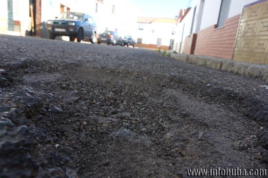 Imagen de uno de los baches en la calle Jacinto Nuñez de la localidad campurriana.