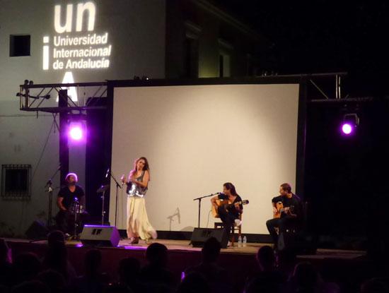 Imagen de la actuación de Lourdes Pastor.