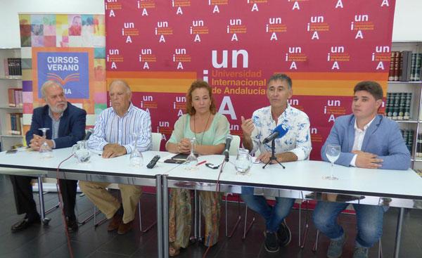 De izquierda a derecha Manuel Infante presidente del CRDO Condado de Huelva; Carlos Falcó, Marqués de Griñon; Yolanda Pelayo, vicerrectora del Campus de La Rábida; Eusebio Leal, director del curso y Manuel Méndez de Bodegas Do Ferreiro.