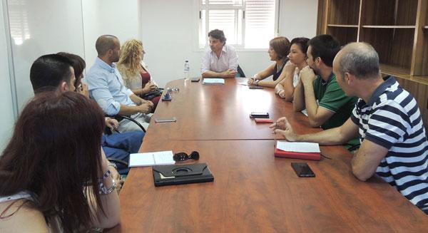 Reunión con emprendedores en el Centro Sociolaboral de Los Rosales.