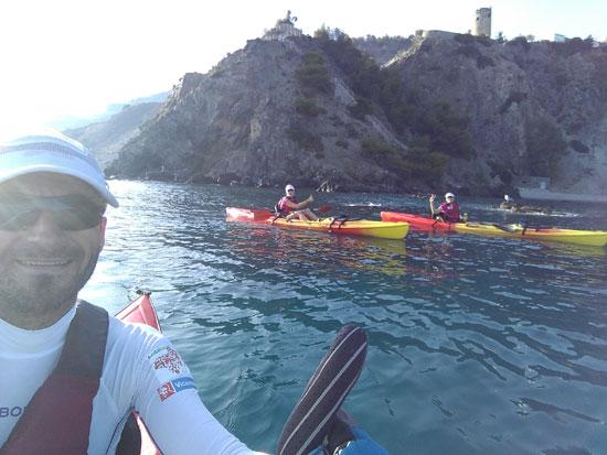 Imagen de una de las etapas realizando una travesía en Kayak.