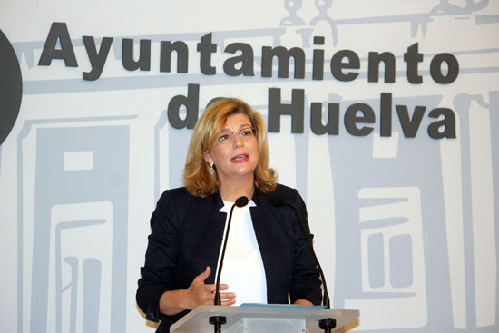 Berta Centeno durante la rueda de prensa celebrada ayer en el Ayuntamiento de Huelva.
