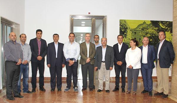 Los diferentes representantes institucionales en su recibimiento a la delegación iraní.