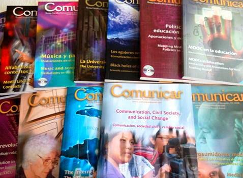 Ejemplares de la revista Comunicar.