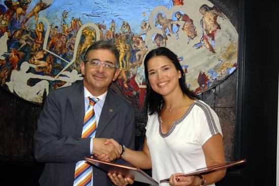 Imagen de la firma del convenio.