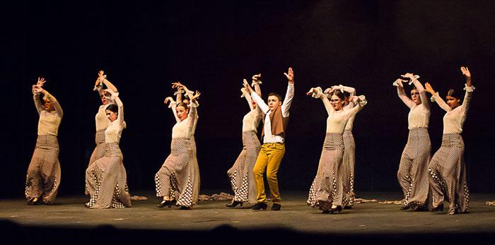 Actuación de la Academia de danza de Mariola Domínguez de Bollullos par del Condado.