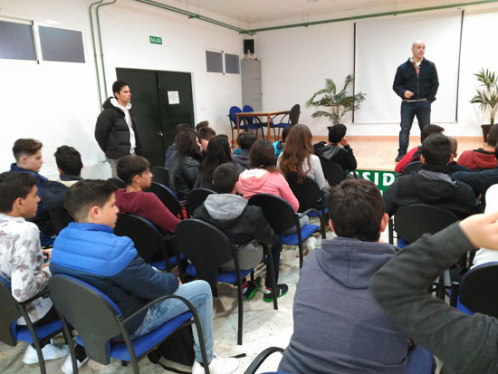 Imagen de una sesión del Programa de Prevención de Conductas de Riesgo en la Adolescencia.