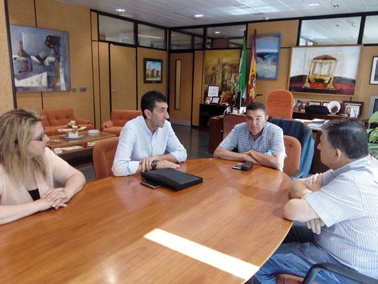 Imagen del encuentro entre representantes sindicales de UGT y Vicente Zarza.