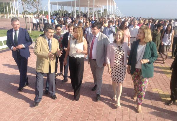 Los diferentes representares institucionales durante la inauguración.