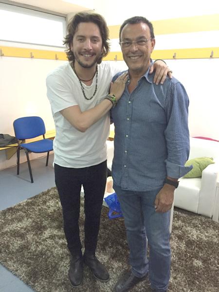 El cantante isleño Manuel Carrasco junto a Ignacio Caraballo.
