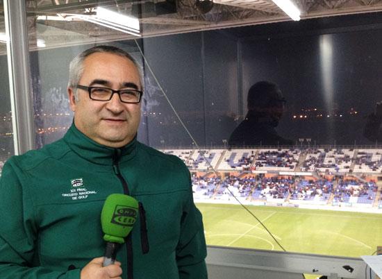 Imagen de Nacho Ruiz durante una cobertura de un partido.