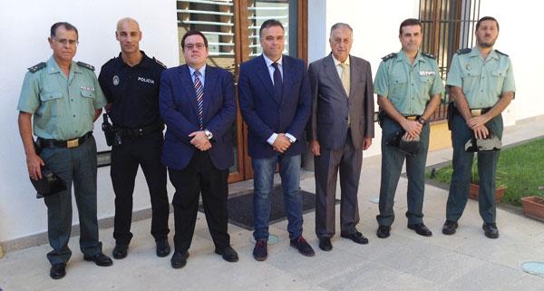 El subdelegado del Gobierno en Huelva, Enrique Pérez Viguera, el alcalde de La Palma, Manuel García Félix, y el jefe provincial de Tráfico, Alfonso Espuche, han sido los encargados de protagonizar este aniversario en Huelva.
