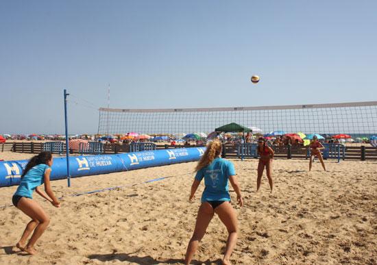 Imagen de un partido del Circuito Provincial de Voley-Playa.